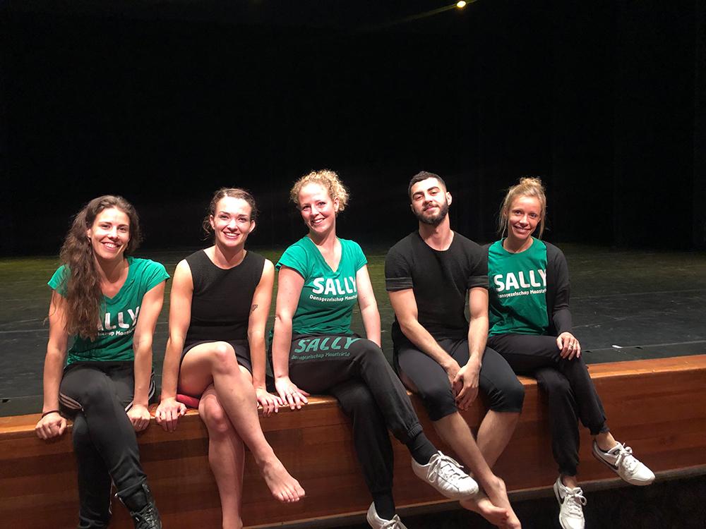De leden van de seizoensafsluiting Sally op een rijtje